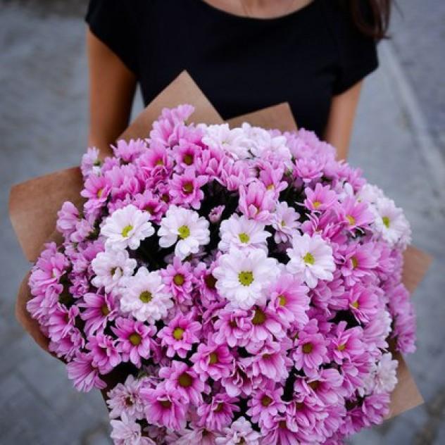 Стильный букет из хризантем