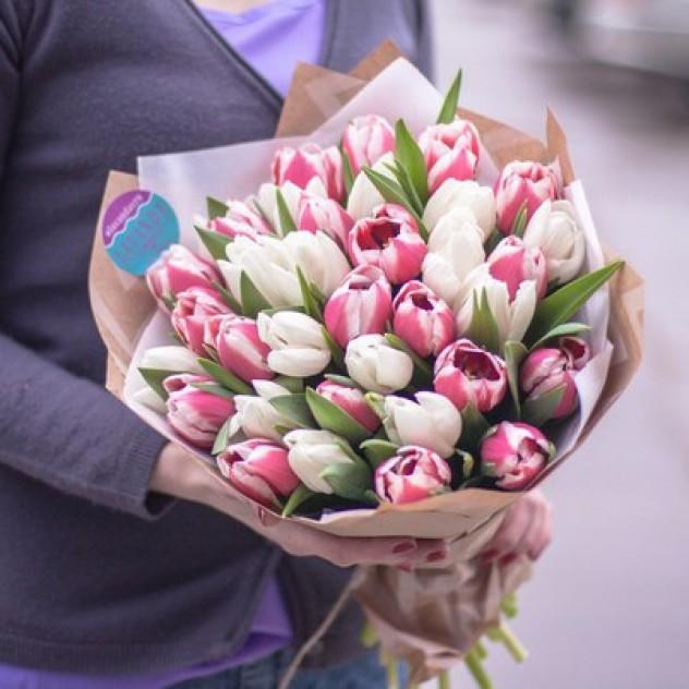 35 Тюльпанов в стильном крафте