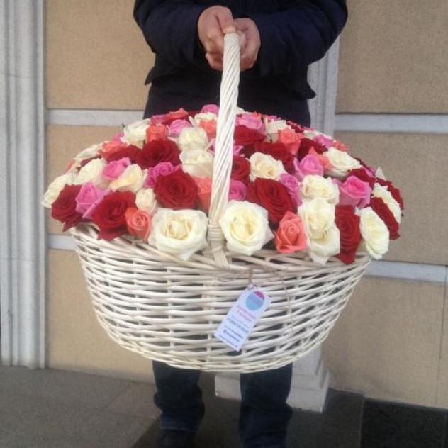 Большая корзина роз
