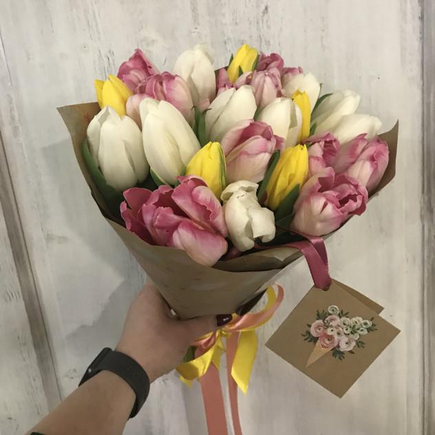 микс тюльпанов нежных цветов