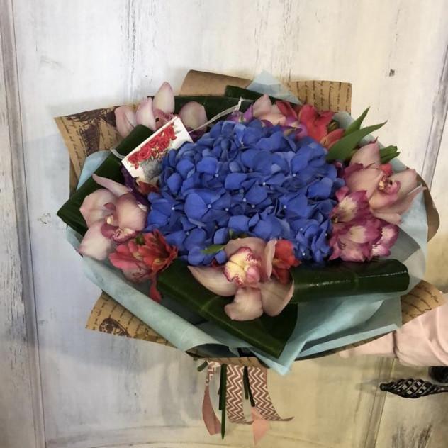 букет из гортензии и орхидей